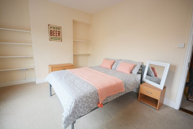 Thumbnail Shared accommodation to rent in North Hill Road, Mount Pleasant, Swansea
