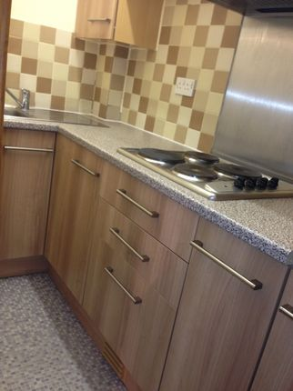 1 bed flat to rent in Savile Park Road, Halifax