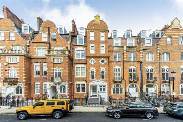 Thumbnail Flat for sale in Gloucester Walk, London