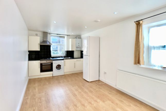 Flat to rent in Cardiff Road, Luton
