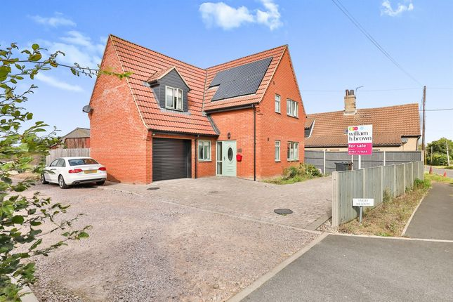 5 bed detached house for sale in Yaxley Meadow, Holme Hale, Thetford IP25
