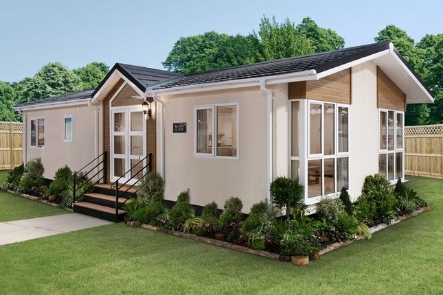 Thumbnail Mobile/park home for sale in Subrosa Park, Merstham, Redhill