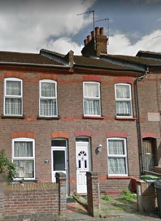 2 bed terraced house to rent in St Peters Road, Luton