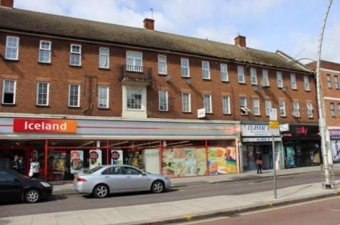 2 bed flat to rent in Wanstead Lane, Cranbrook, Ilford IG1