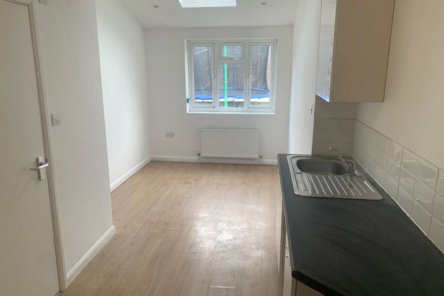 Thumbnail Studio to rent in Mayeswood Road, London