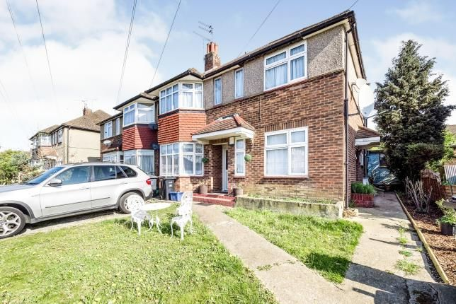 2 bed maisonette for sale in Clayhall, Ilford, Essex IG5