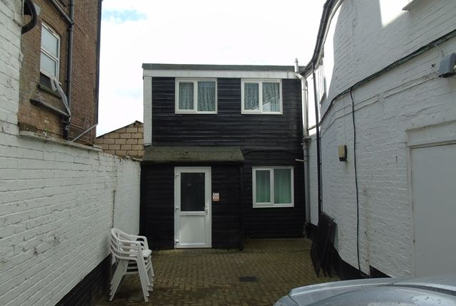 Thumbnail Cottage to rent in High Town Road, Luton