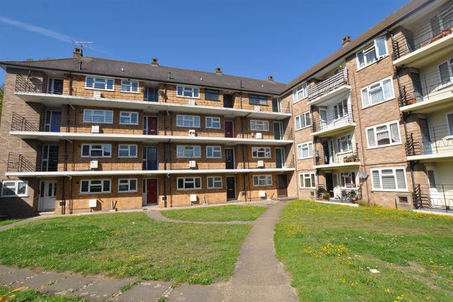 Thumbnail Flat to rent in Kennedy Court, Whinbush Road, Hitchin