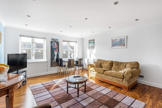 2 bed flat for sale in Whittington Mews, London N12
