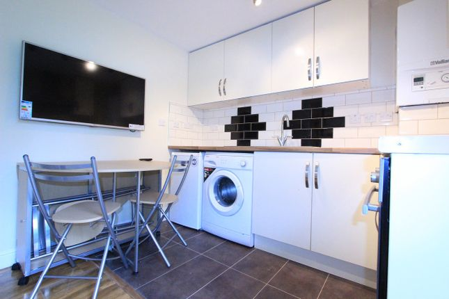 Thumbnail Shared accommodation to rent in Edgware Road, London