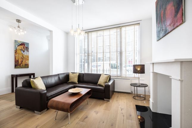 Thumbnail Flat to rent in Charlton Place, London