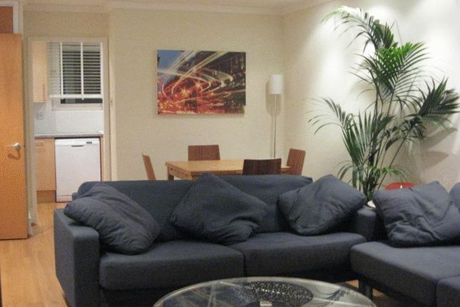 3 bed flat to rent in Barleycorn Way, London