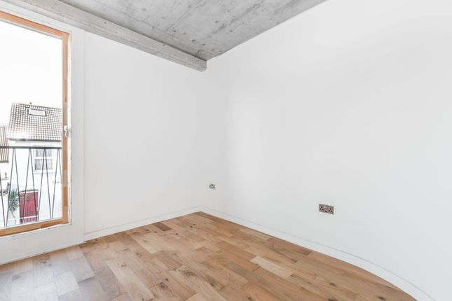 Thumbnail Flat to rent in Hoe Street, Walthamstow
