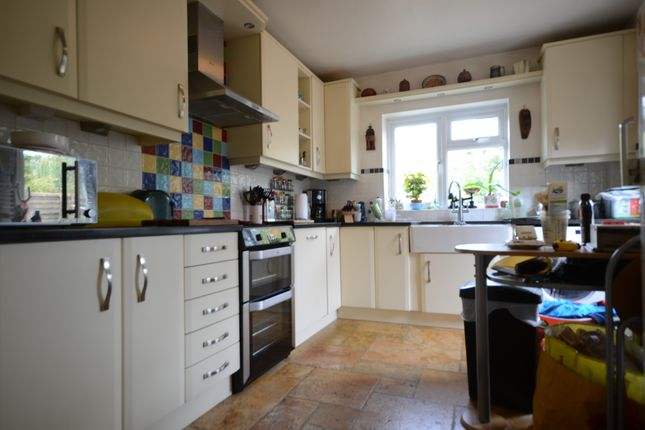 Thumbnail Detached house to rent in Reading Road, Winnersh, Wokingham