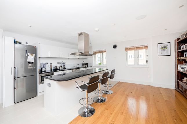 3 bed flat for sale in Castle Court, Brewhouse Lane, Putney Wharf