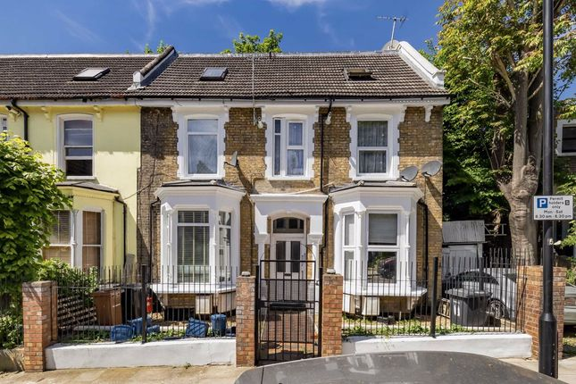 Flat for sale in Bodney Road, London