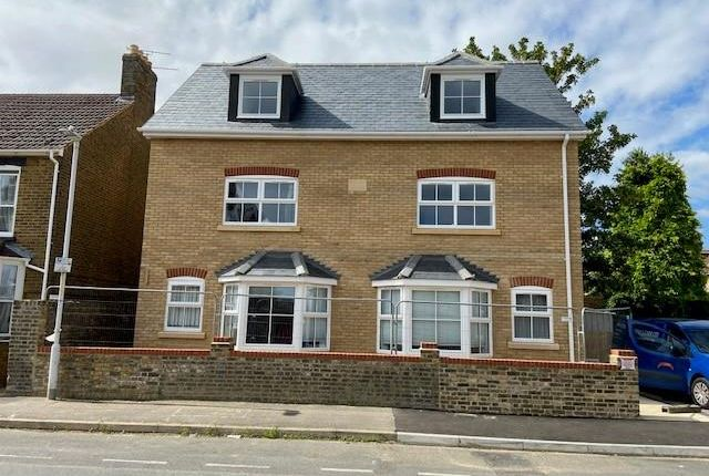 Thumbnail Flat to rent in Connaught Road, Sittingbourne