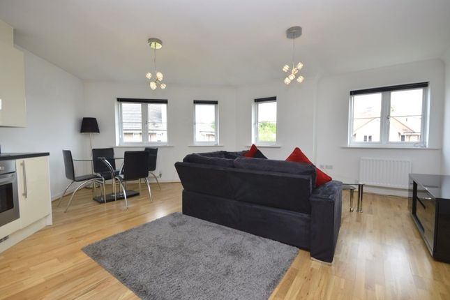 Thumbnail Flat to rent in Wharf Way, Hunton Bridge, Kings Langley