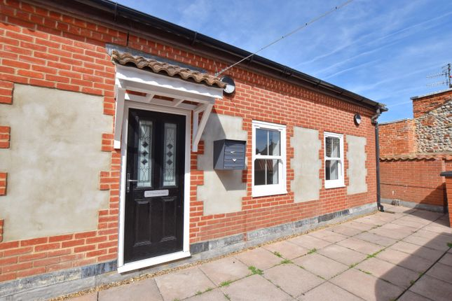 1 bed flat to rent in High Street, Cromer NR27