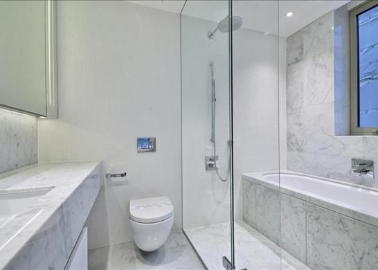 Bathroom of Windlesham House, One Tower Bridge, London SE1
