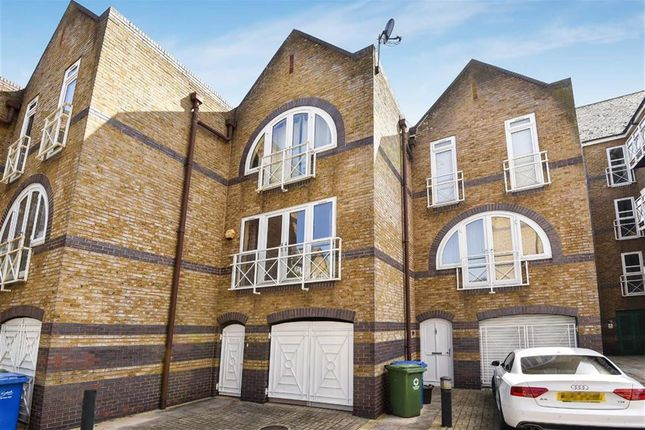 Thumbnail Property to rent in Eleanor Close, London