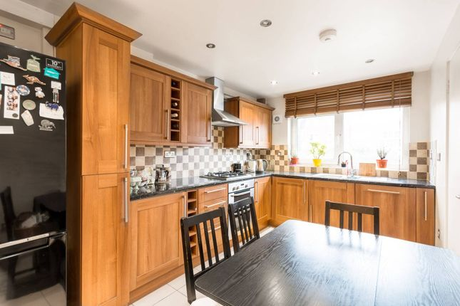 3 bed maisonette for sale in Approach Close, Stoke Newington