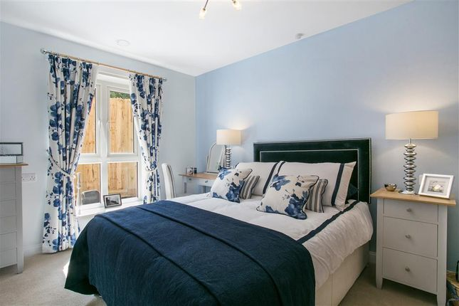 Thumbnail Flat to rent in Reading Road, Henley-On-Thames