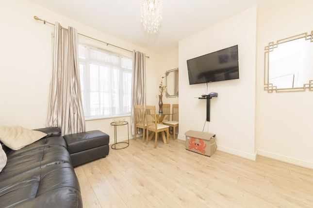 2 bed flat for sale in Silverland Street, London E16