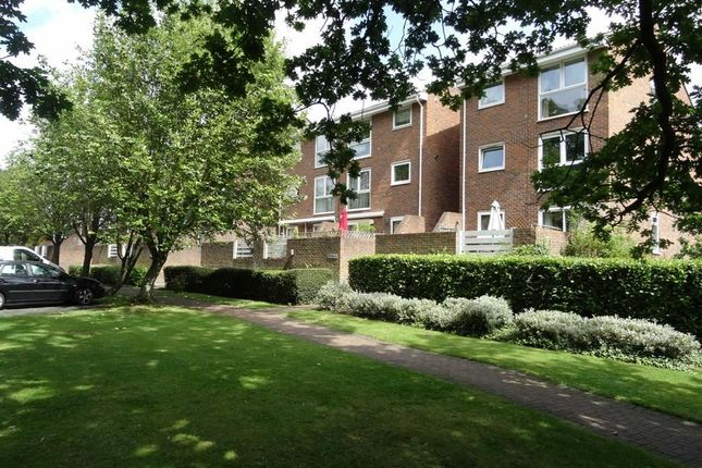 Thumbnail Flat to rent in Hayes Lane, Park Langley, Beckenham