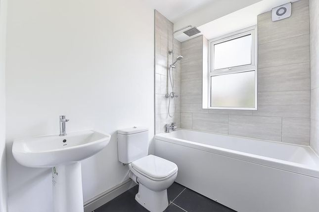 Family Bathroom of Commonside East, Mitcham CR4