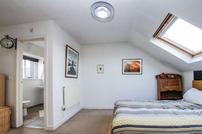 Bedroom of Mowll Street, Oval / Brixton SW9