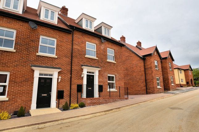 Thumbnail Semi-detached house to rent in Randall Crescent, Cromer