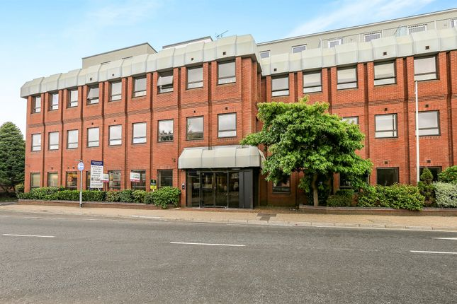 Thumbnail Flat for sale in White Lion Close, East Grinstead