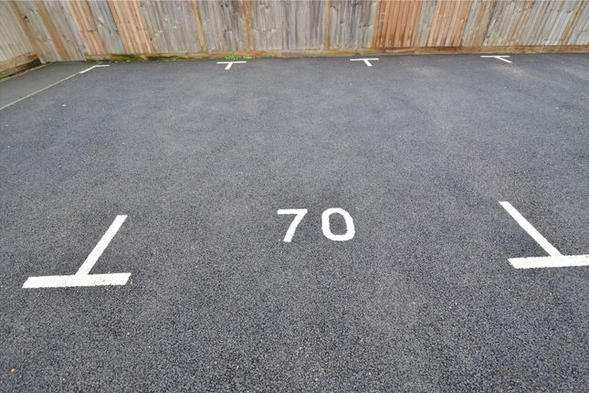 Picture No. 27 of Brick Road, Great Wakering, Southend-On-Sea, Essex SS3