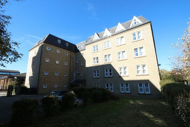 Thumbnail Flat to rent in North Row, Milton Keynes