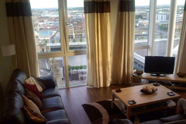 Thumbnail Flat to rent in Oswald Street, Glasgow