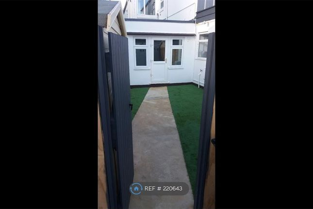 Thumbnail Flat to rent in Wimborne Rd, Bournemouth