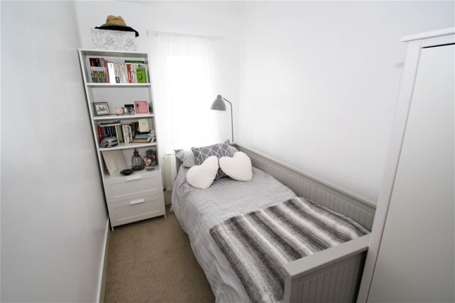 Room2 of Rochford Avenue, Westcliff-On-Sea SS0