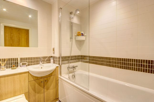 Bathroom of Merrivale Mews, Milton Keynes MK9