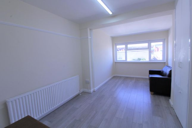 Thumbnail Property to rent in Empire Avenue, London