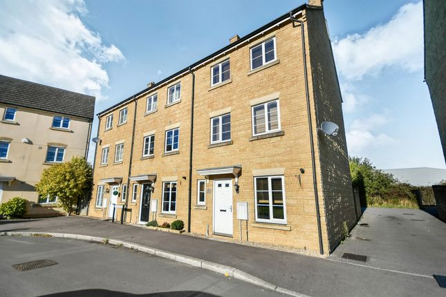 Thumbnail Town house for sale in Linnet Road, Calne