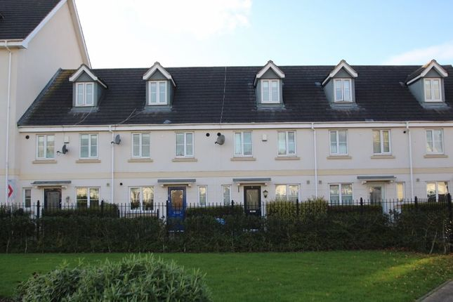 3 bed terraced house to rent in Pintail Close, Newlands Park, Cheltenham