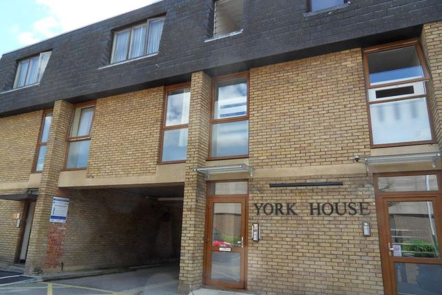 Thumbnail Flat to rent in Western Road, Romford, Essex