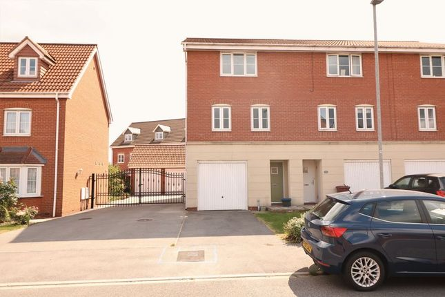 Thumbnail Terraced house to rent in Kingfisher Way, Scunthorpe