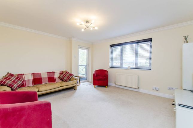 Thumbnail Flat for sale in Rowantree Road, Enfield
