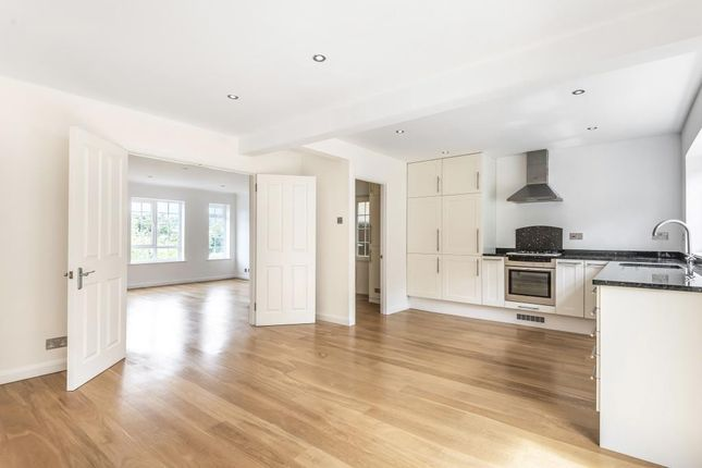 Link-detached house to rent in Haywards Close, Henley-On-Thames