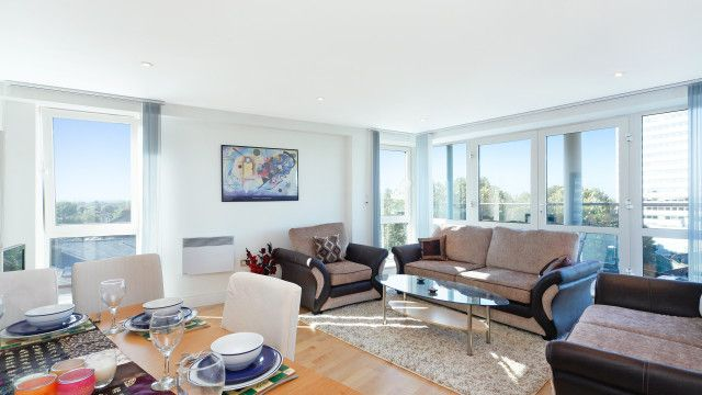 2 bed flat to rent in Chiswick High Road, Chiswick, London