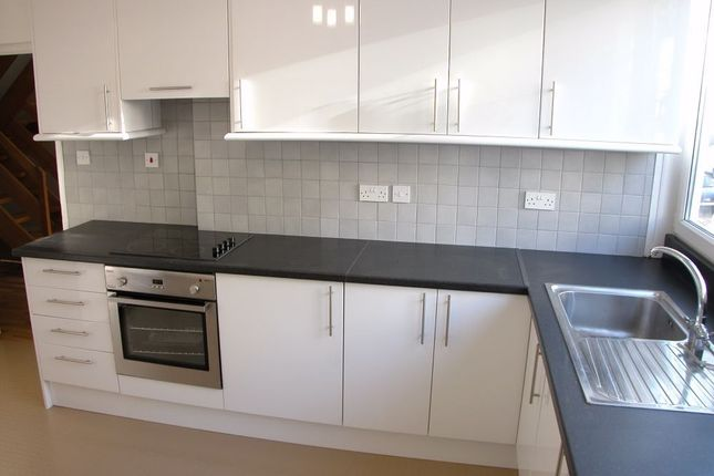 Thumbnail Flat to rent in Thomas Baines Road, Clapham Junction, London