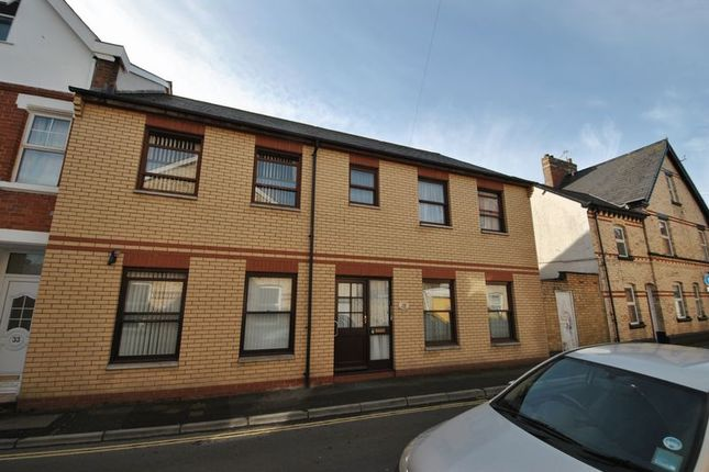 Thumbnail Flat to rent in 2 Bedroom Flat, Vicarage Lawn, Barnstaple