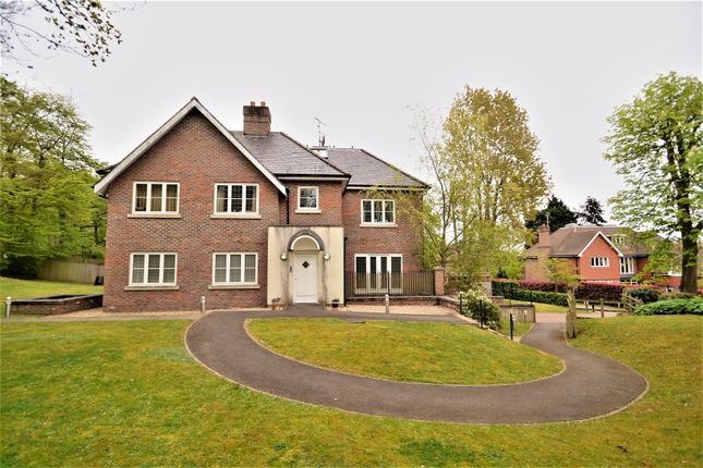Thumbnail Flat for sale in Park Grove, Knotty Green, Beaconsfield